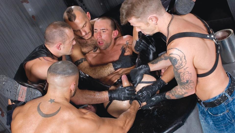 Twist My Arm Fist Pack 7 with Matthieu Paris - Scene 2
